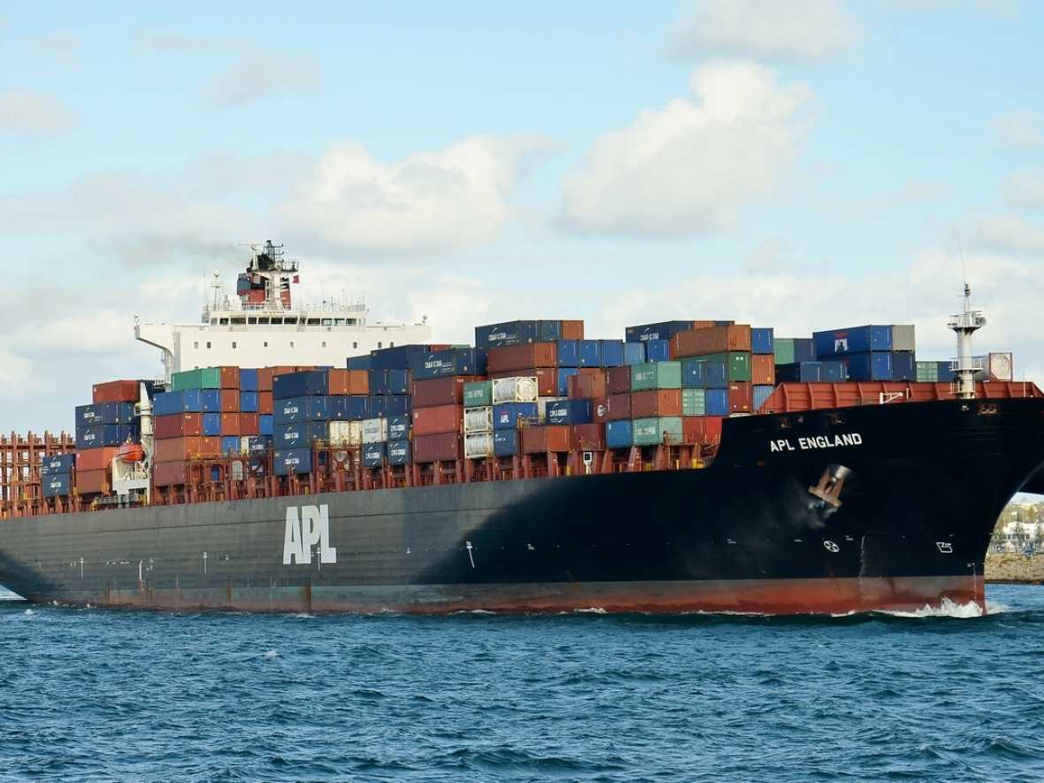 AMSA prosecutes APL England master after container loss