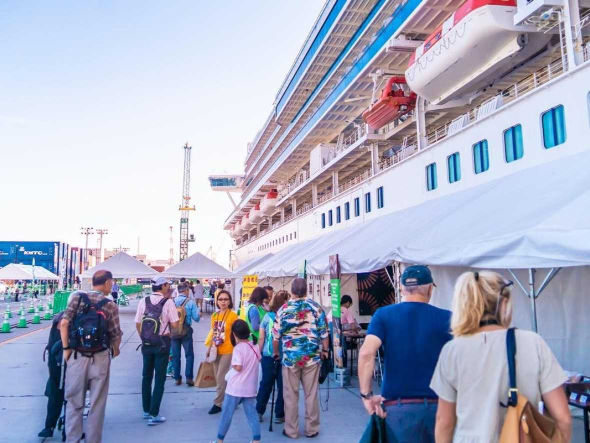 Cruise lines concede in coronavirus battle