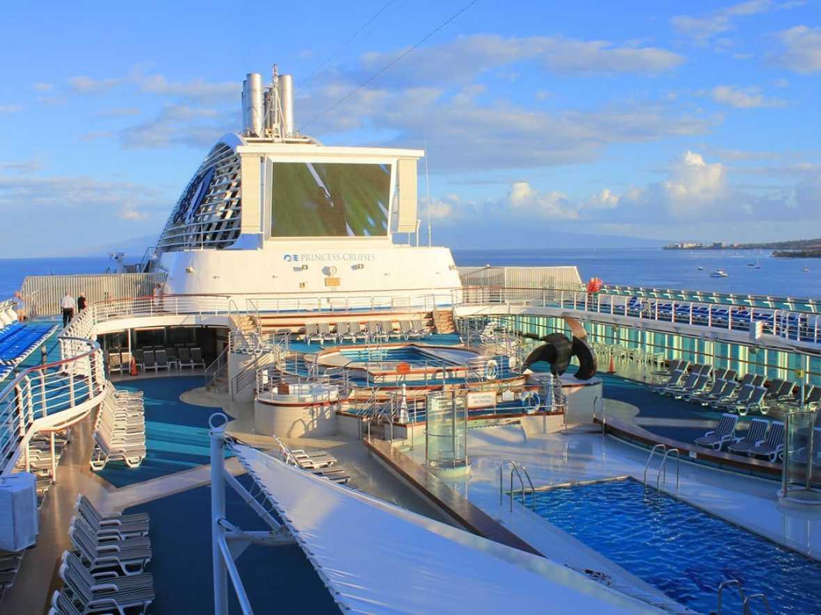 Passenger ship crew least happy says new report