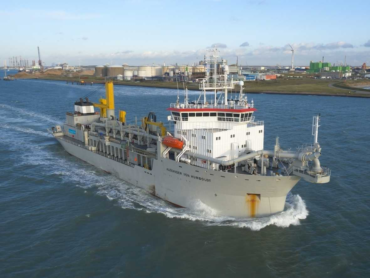 Dredger sails for 2,000 hours on 100% biofuel