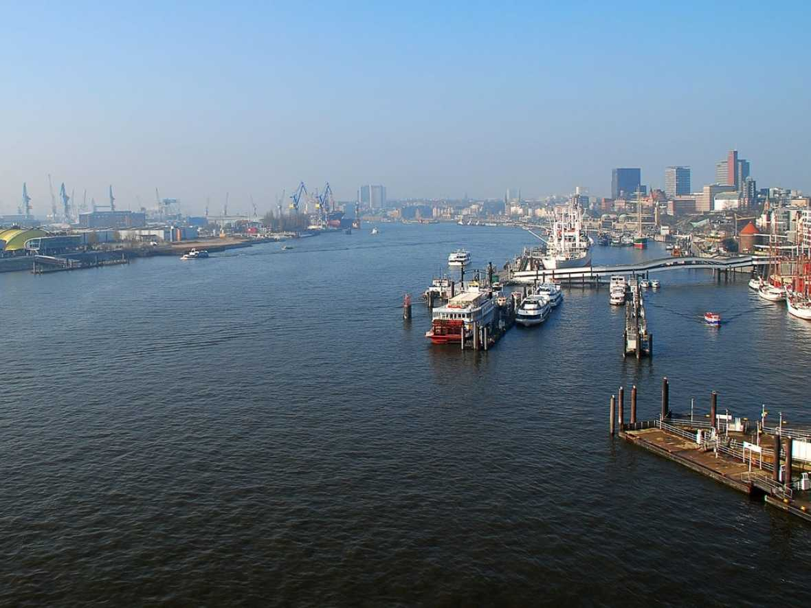 Hamburg to expand shore power supply for cold ironing