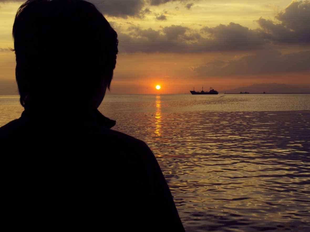 KVH offering free calls to seafarer help hotline