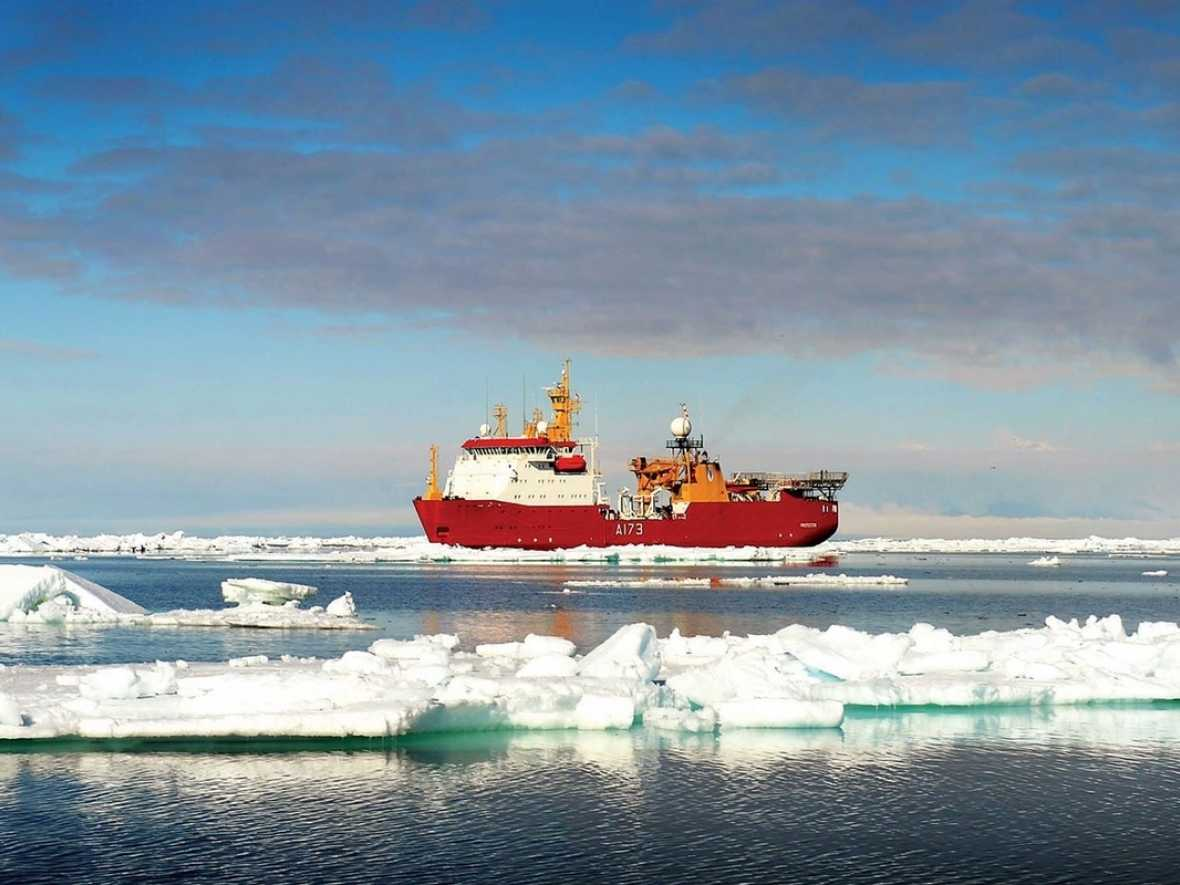 Vestdavit wins contract for boat handling on Arctic survey vessel HMS Protector