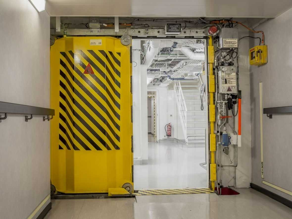Watertight doors on ships