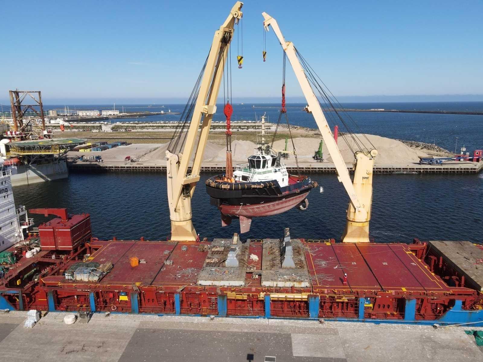 Damen delivery Damen delivers ASD Tug 2312 to Iskes in I Jmuiden 3 LR