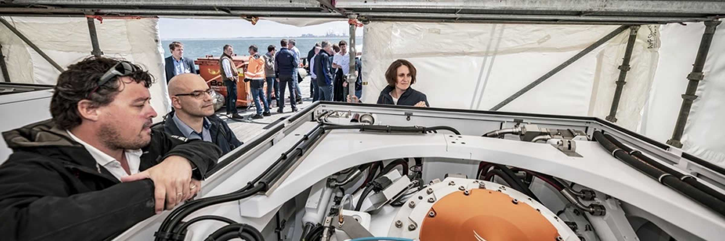 Damen and Ampelmann and VEEM join forces in providing a single marine access solution