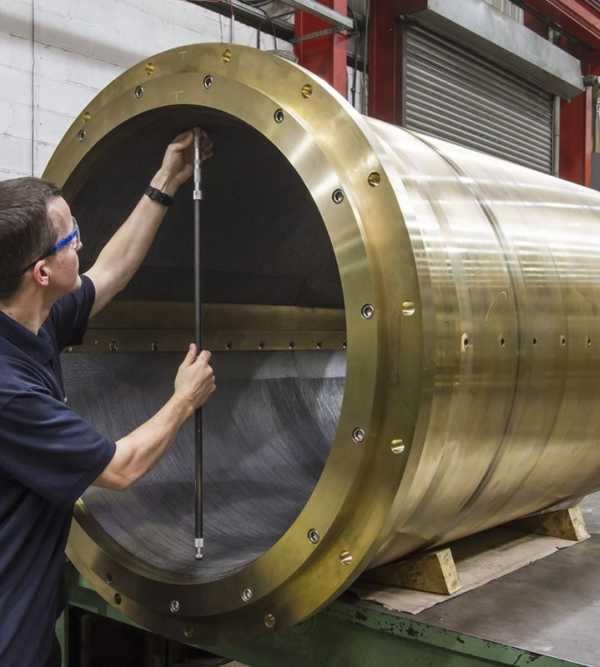 Why are water lubricated stern tubes preferred to oil?